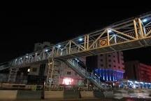 پلهای عابر پیاده بولوار وکیلآباد به سیستم روشنایی مجهز شد