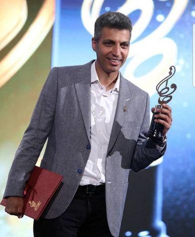 تشویق تمام نشدنی عادل فردوسی پور در هنگام اهدای جایزه و ذوق زدگی نوید محمدزاده + فیلم