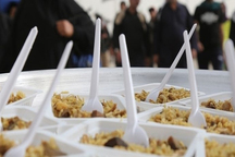 توزیع روزانه6هزارپرس غذاتوسط موکب شهرداری رشت بین سیل زدگان