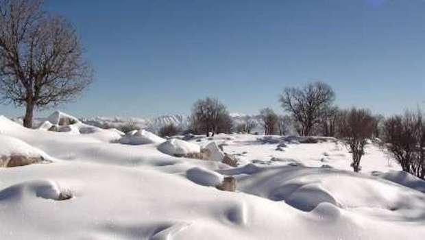 برف، راه دسترسی سالند به احمدفداله دزفول را مسدود کرد