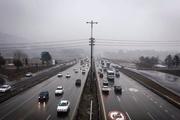 جادههای زنجان بارانی و مه آلود است