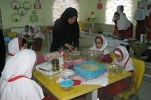 دختران دانش آموز گنبدی آموزش مهارت زندگی می بینند