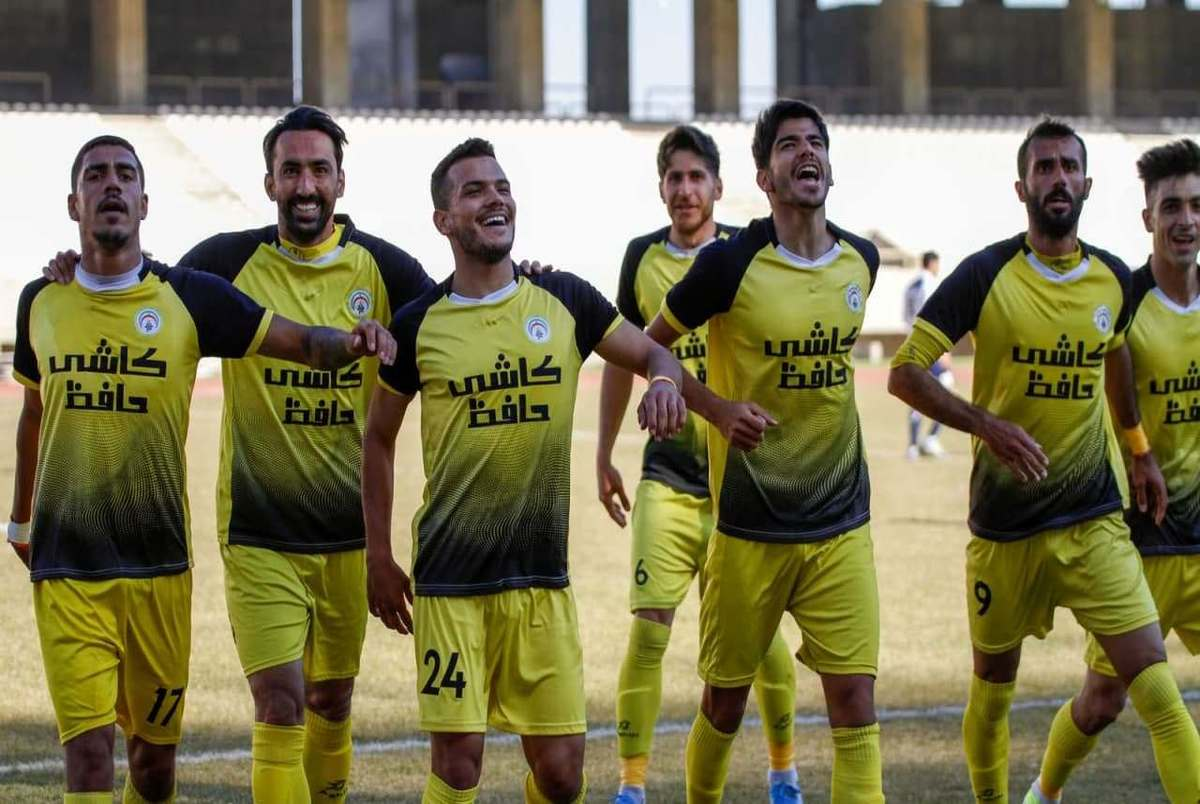 استقبال از بازیکنان فجر سپاسی در فرودگاه شیراز