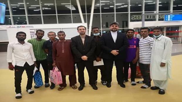 هشت ملوان ایرانی آزاد شده از تانزانیا وارد چابهار شدند+تصویر