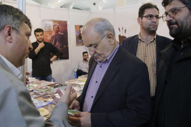 استاندار: نمایشگاه کتاب دین در قم باشکوهتر از سال های گذشته در حال برگزاری است