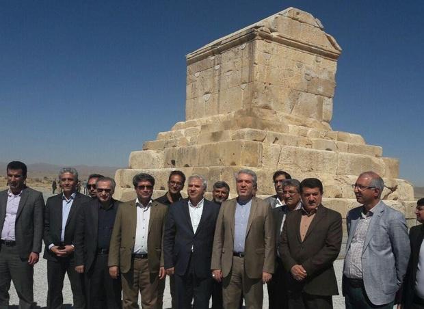رئیس سازمان میراث فرهنگی: تورهای گردشگری هدفمند در پاسارگاد شکل گیرد