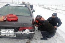 نجات بیش از ۳۵۰ دستگاه خودرو از برف و کولاک محورهای مهاباد