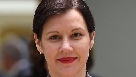 وزیر سابق همه را مات کرد/ نماینده زن پارلمان لتونی رئیس فدراسیون جهانی شطرنج شد