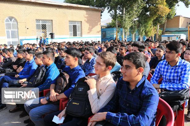 نباید دانش آموزان را از ورود به تشکلهای دانش آموزی منع کرد