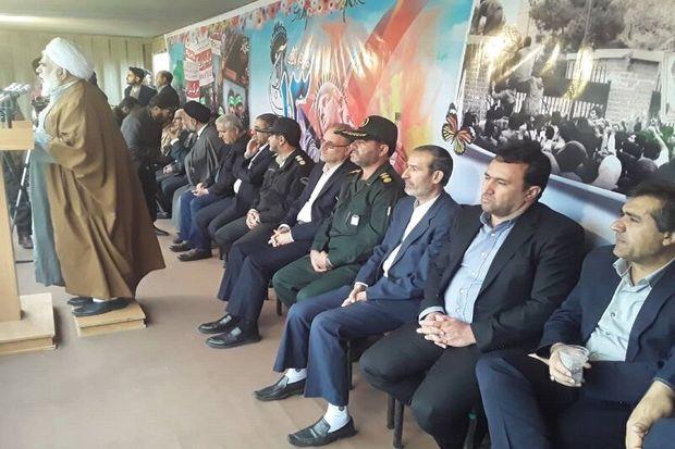 مقاومت ملت ایران آمریکا را به زانو درآورده است