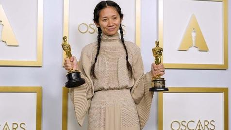 لحظه اهدای جایزه اسکار به کلویی ژائو در چین سانسور شد!