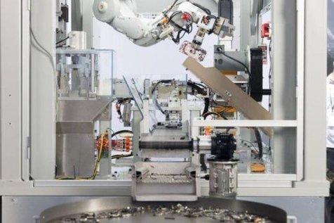 این ربات در یک ساعت 200 آیفون را بازیافت می کند