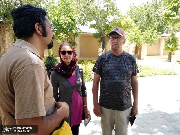 بازدید زوج گردشگر آلمانی از زادگاه امام خمینی