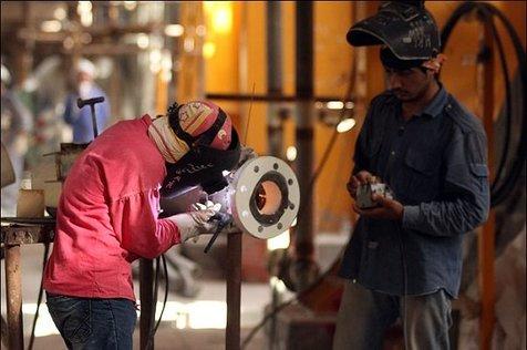 سن ورود به بازار کار در ایران ۲۸ سالگی است