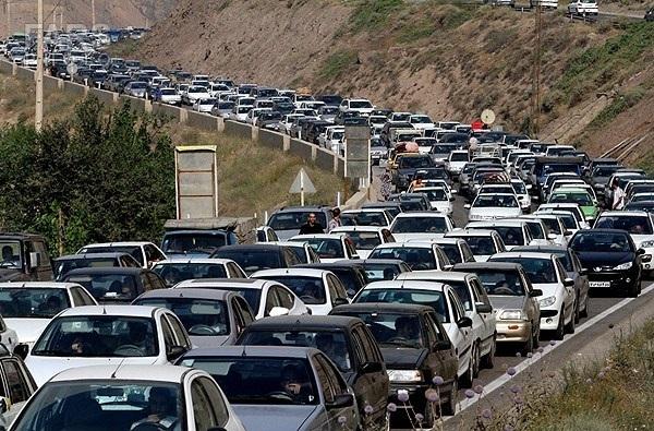 ترافیک نیمه سنگین در جاده کرج - چالوس