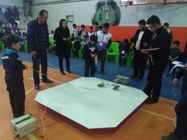 170 دانش آموز در مسابقات رباتیک مرند شرکت کردند