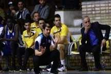 سرمربی بسکتبال نفت آبادان: بازیکنانم بازی به بازی هماهنگ تر می شوند