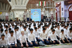 جشن عبادت دانش آموزان منطقه 19 شهر تهران در حرم امام خمینی(س)