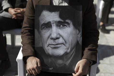 سنگ مزار زنده یاد استاد محمد رضا شجریان نصب شد+عکس