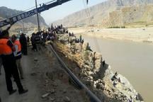 """3 کشته و مجروح بر اثر سقوط پراید به رودخانه """"کشکان"""""""
