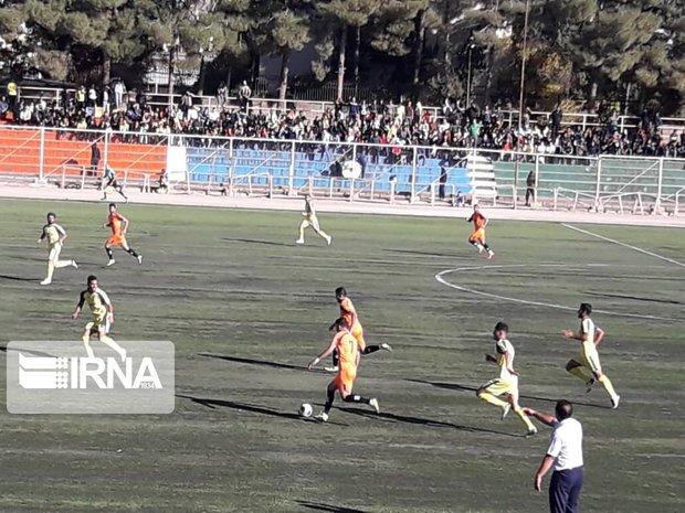تیم فوتبال فجر سپاسی شیراز برابر مس رفسنجان به برتری دست یافت