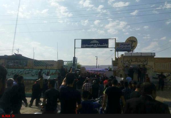 تجمع اعتراضی مردم صیدون -باغملک در خوزستان  صیدون فاقد هر گونه امکانات رفاهی است