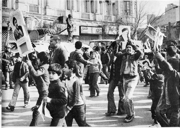 یادها و خاطره ها در سه روز مانده به پیروزی انقلاب 57