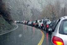 بارش برف بهاری در محور هراز   هراز لغزنده شد  توصیه پلیس به رانندگان
