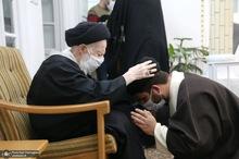 مراسم عمامه گذاری طلاب توسط آیت الله شبیری زنجانی در شب ولادت حضرت زهرا(س)