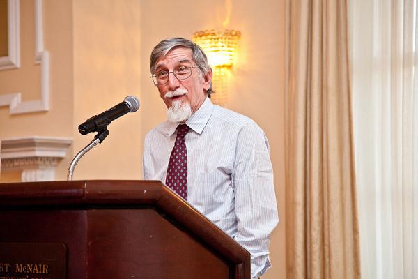 استاد دانشگاه کلمبیا: تحریمها علیه ایران بسیار ناعادلانه است